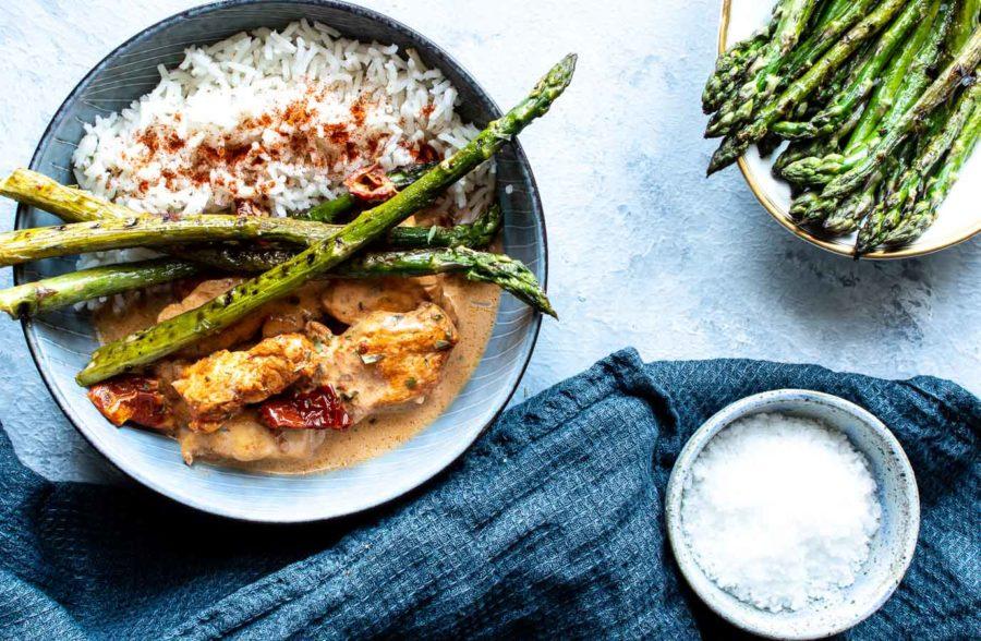 Kylling i paprika-flødesovs - hurtig aftensmad med kylling