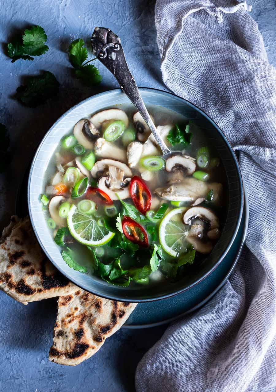 Thaisuppe med kylling og kokosmælk – tom kha gai