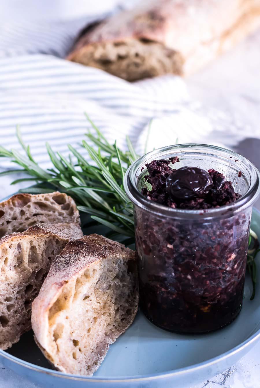 Hjemmelavet oliventapenade med parmesan