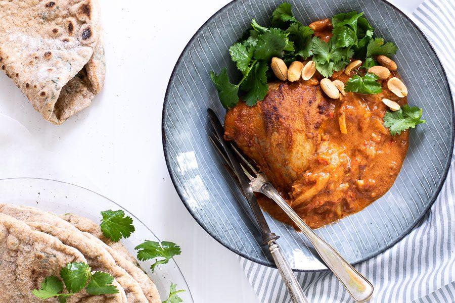Kylling i cremet peanut-tomatsovs