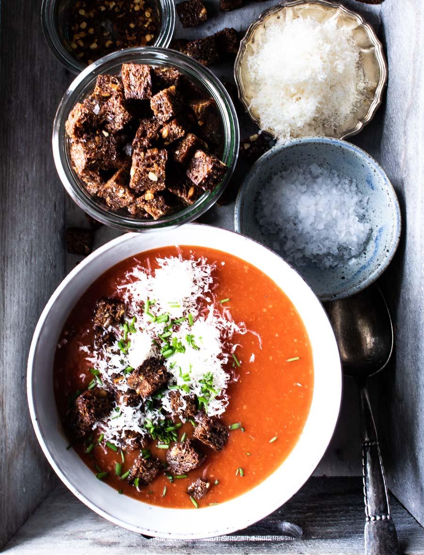 Nem tomatsuppe - hjemmelavet og intens!