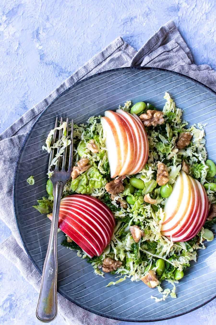 Salat med savoykål og æbler - savoykålsalat