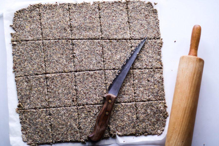 Sprødt knækbrød med chiafrø og masser af kerner