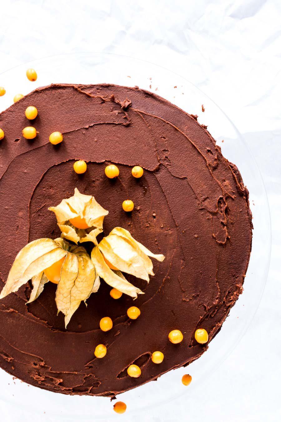 Chokoladelagkage med smørcreme og havtorn