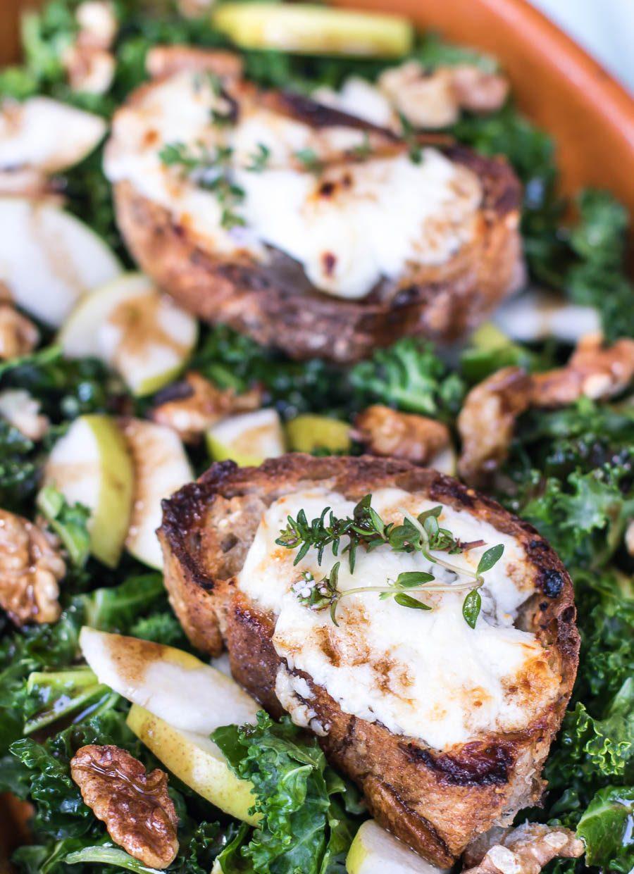 grønkålssalat med gedeost og pærer - salade chevre chaud