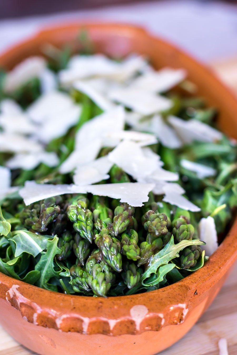 Salat med asparges og parmesan