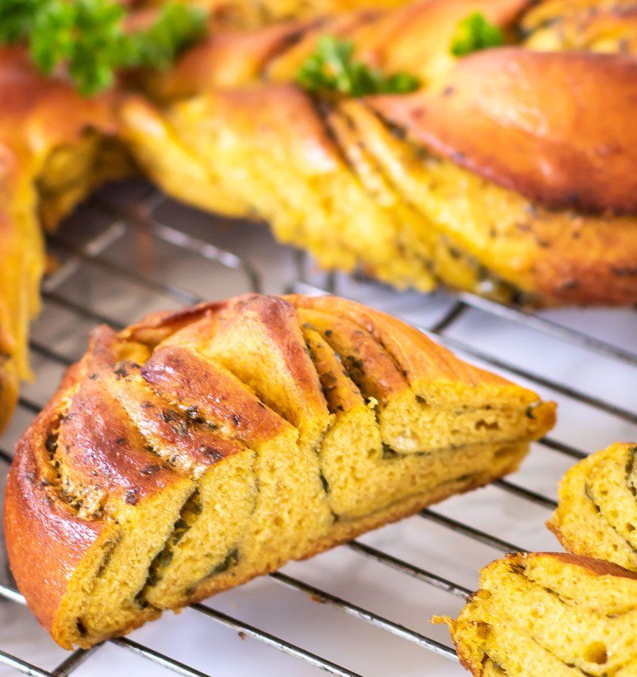 Græskarstjerne - suppebrød med græskar og persillepesto