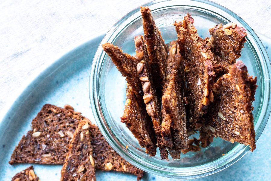 Rugbrødschips - den lidt sundere snack