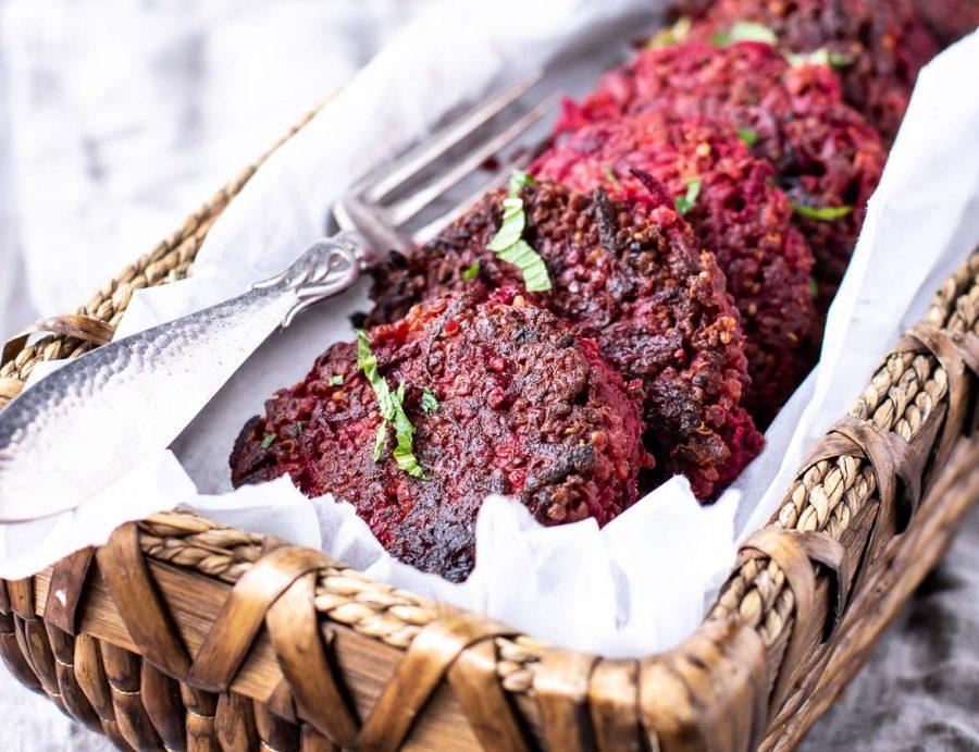 Rødbedebøffer med feta og quinoa