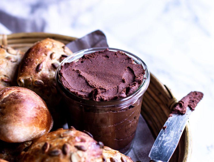 Hjemmelavet nutella med kakao og dadler