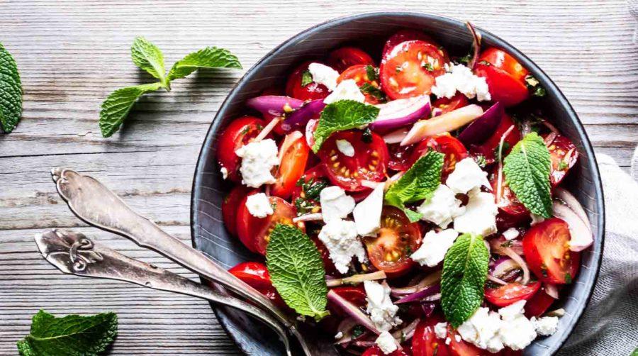 Tomatsalat med feta og mynte