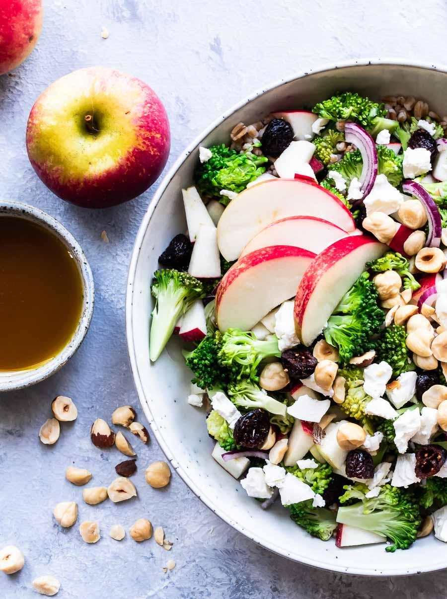 Broccolisalat med æble - vegetarisk broccolisalat
